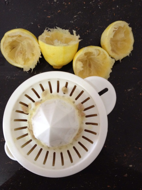 squeeze lemons for lemon drizzle