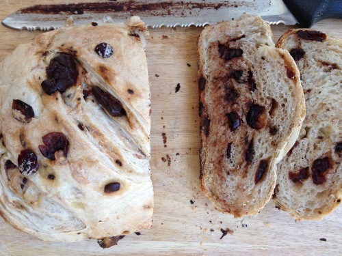 oh so yummy, festive orange, cranberry and chocolate bread